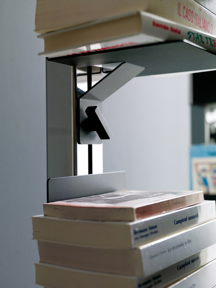Totem | Free-standing Book Storage de Aico Design | Étagères