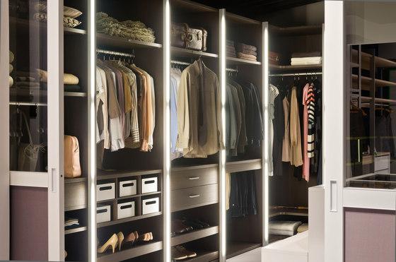 Legno interior closet storage system di raumplus | Divisori