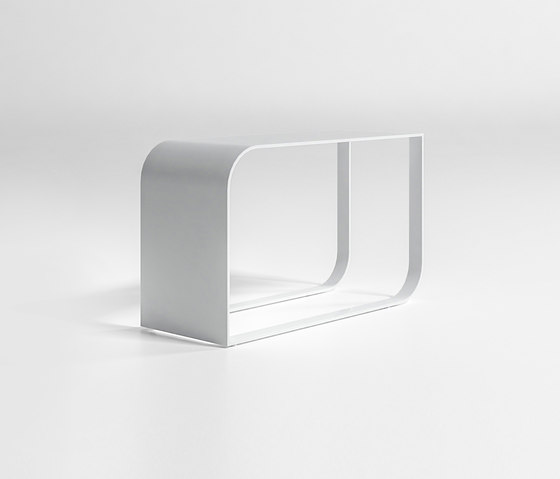 Arumi Table by GANDIABLASCO | Side tables