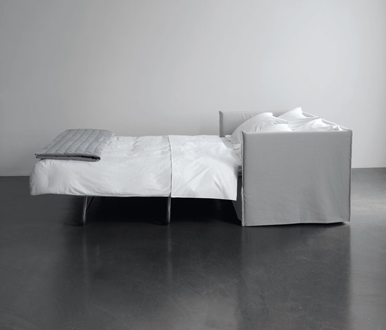 Fox Sofa Bed by Meridiani   Double beds