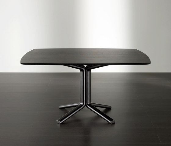 Miller Dining table by Meridiani | Restaurant tables