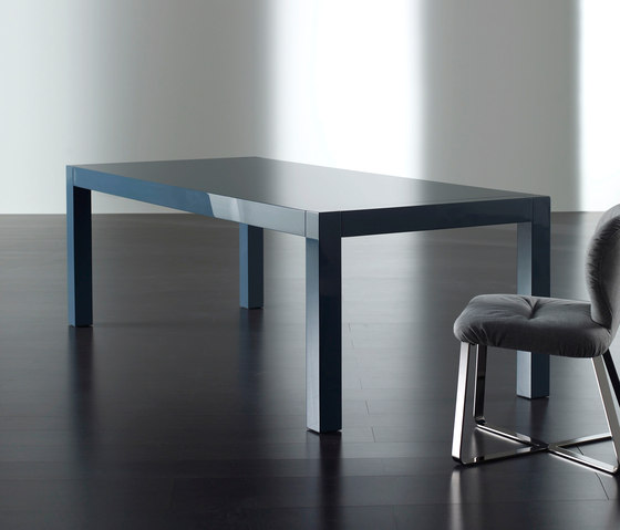 Norris Dining table by Meridiani | Restaurant tables