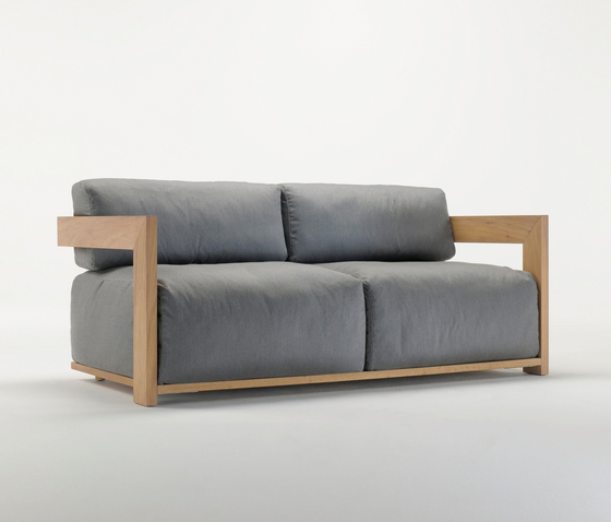 Claud Sofa by Meridiani | Garden sofas
