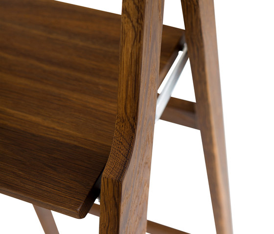 Step up step ladder von Olby Design | Bibliotheksleitern