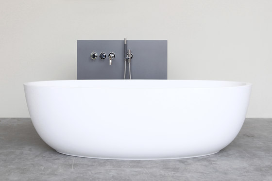 Loop bath by Not Only White B.V. | Free-standing baths