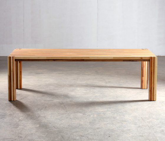 Kilim Table di Artisan | Scrivanie individuali