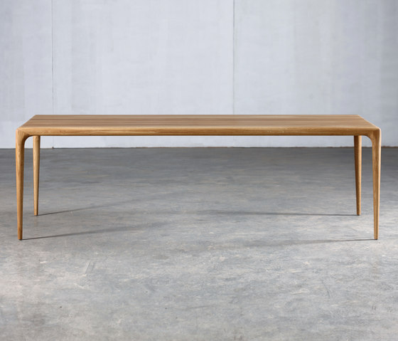 Latus Table by Artisan | Restaurant tables