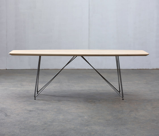 Linea Table by Artisan | Restaurant tables