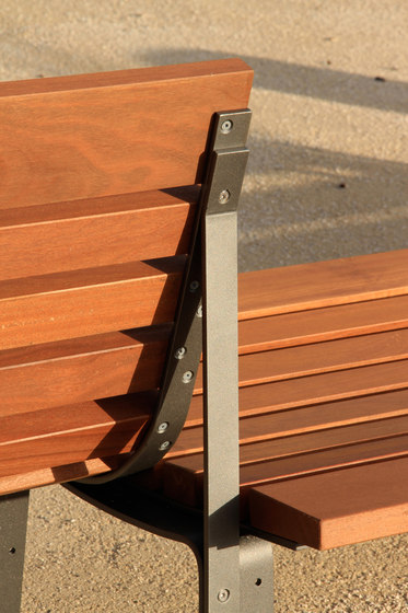 Bilateral by Santa & Cole | Exterior benches