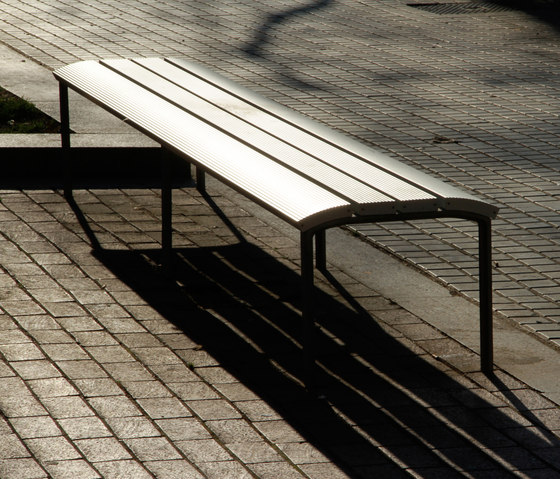 NeoRomántico banqueta 100% aluminio by Santa & Cole | Exterior benches