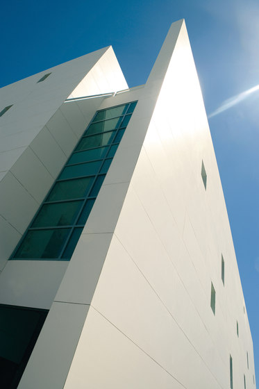 Facade | Colorfeel Nieve by Neolith | Facade design