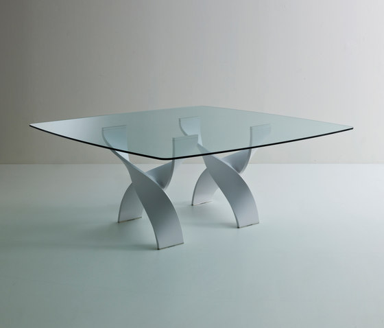 Helix A square table by Former | Dining tables