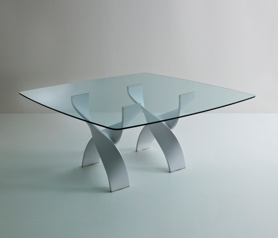 Helix A tavolo quadrato di Former | Tavoli da pranzo