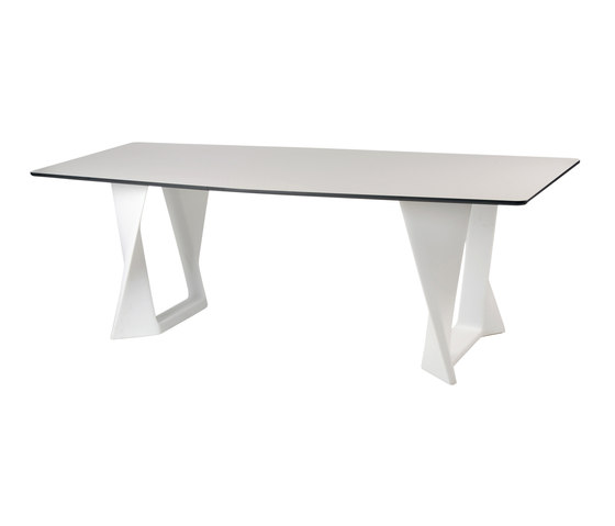Iso Table by Qui est Paul? | Dining tables