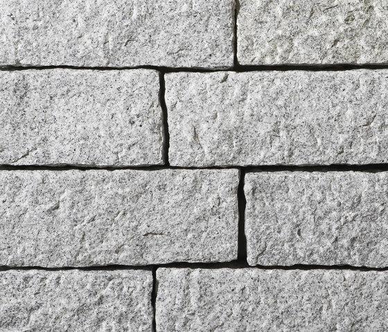 Artic Granit Mauersteine, gestockt by Metten | Garden edging