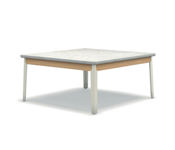 Hug coffee table by ARFLEX | Lounge tables