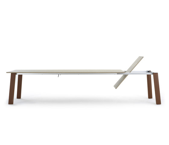 Ermione by Leolux | Dining tables