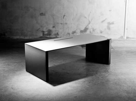 R6 Work.Station by Ragnars | Contract tables