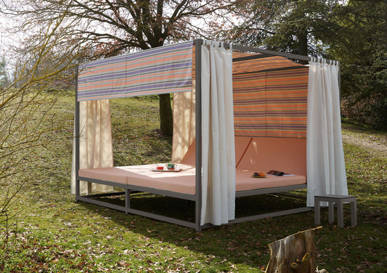 Midi Outdoor Canopy bed by Sistema Midi | Seating islands