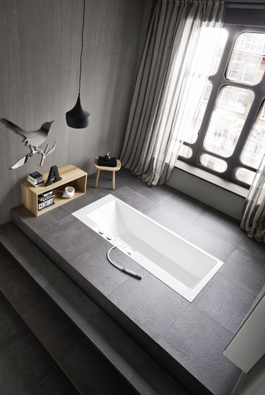 Ergo_nomic Recessed bathtub by Rexa Design | Built-in bathtubs