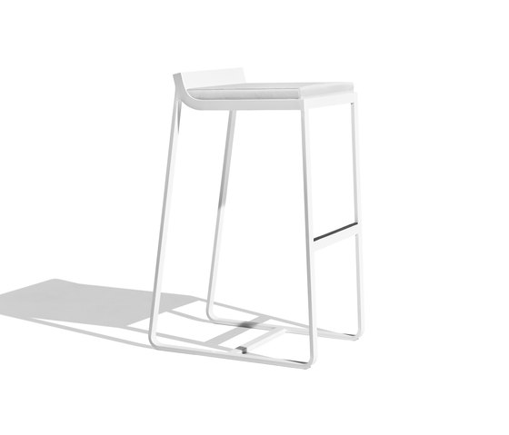Sit backrest barstool di Bivaq | Sgabelli bar da giardino