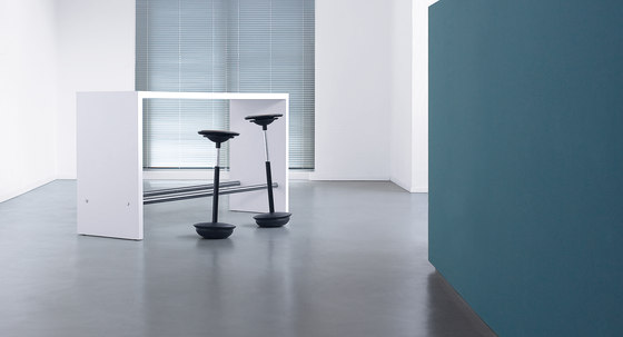 Made to measure by planmöbel | Standing meeting tables