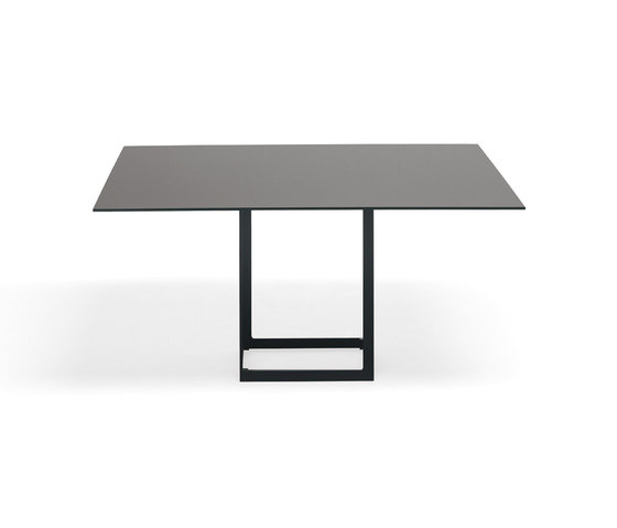 Leonardo Quad by YDF | Meeting room tables