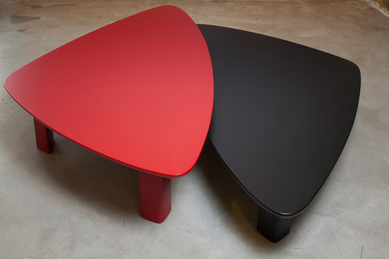 Silex Color centre table by Karen Chekerdjian | Lounge tables