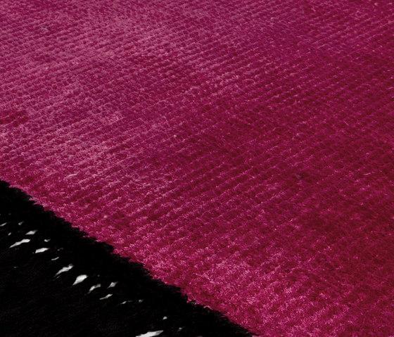 Vivid Solid bright pink pure black di Miinu | Tappeti / Tappeti d'autore