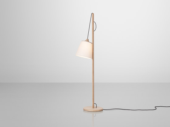 Pull Floor Lamp by Muuto | General lighting