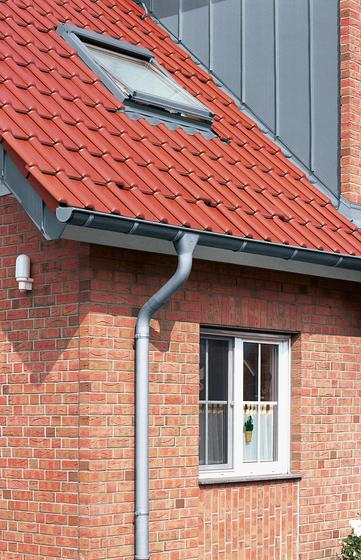 Roof drainage | Halfround gutter by RHEINZINK | Half-round gutters