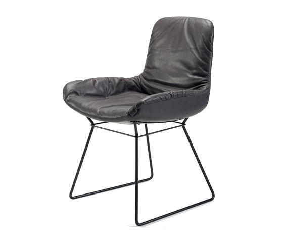 Leya | Armchair Low mit Drahtgestell von Freifrau Sitzmöbelmanufaktur | Stühle