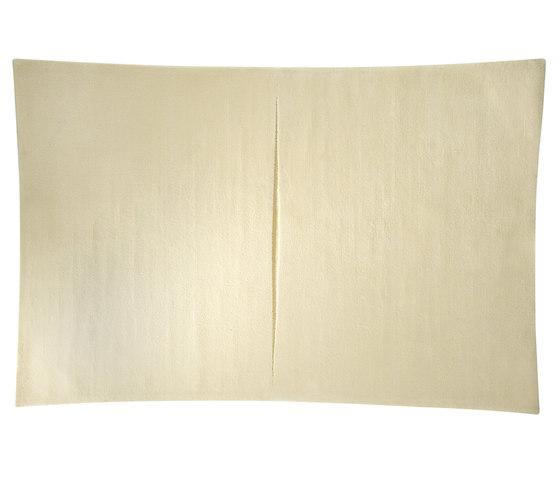 Feringe Concave white von Kateha | Formatteppiche / Designerteppiche