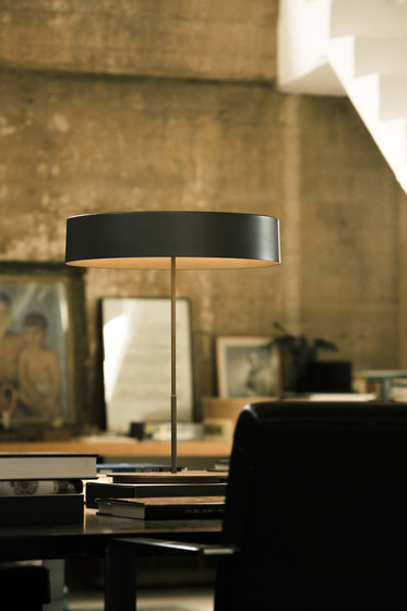 Sin L | Table Lamp by Santa & Cole | General lighting