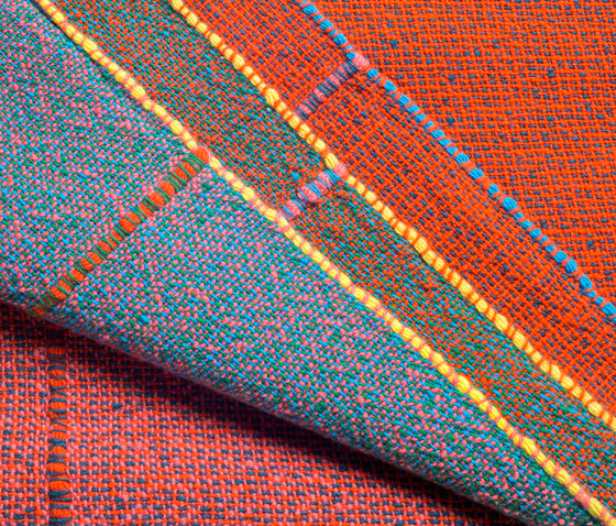 Quaternio Red by ZUZUNAGA | Plaids / Blankets