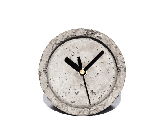Hard Times Table Clock di IVANKA | Orologi