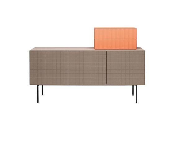 Toshi Lay-on Cabinet von Casamania | Sideboards / Kommoden