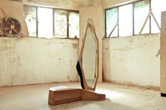 Ikebana III Standing mirror de Karen Chekerdjian | Espejos