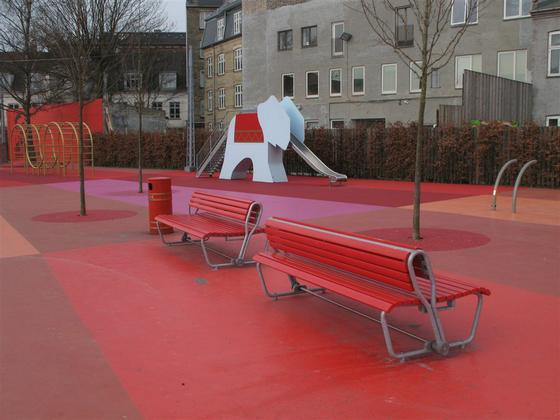 Landi mit schwenkbarer Rückenlehne by BURRI   Exterior benches
