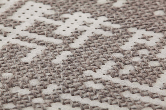 Canvas Rug Abstract Silver 13–14 di GAN | Tappeti / Tappeti d'autore
