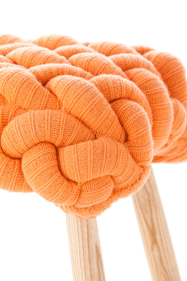 Knitted Stool Orange 3 von GAN | Polsterhocker