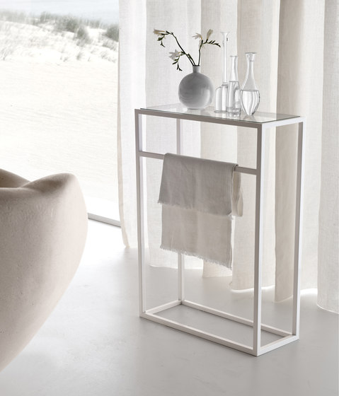 Floor standing towel holder by Toscoquattro | Towel rails