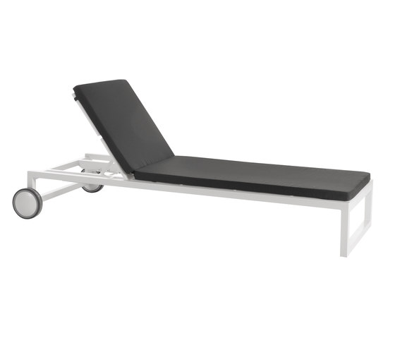 Weekend sun bed by Point   Sun loungers