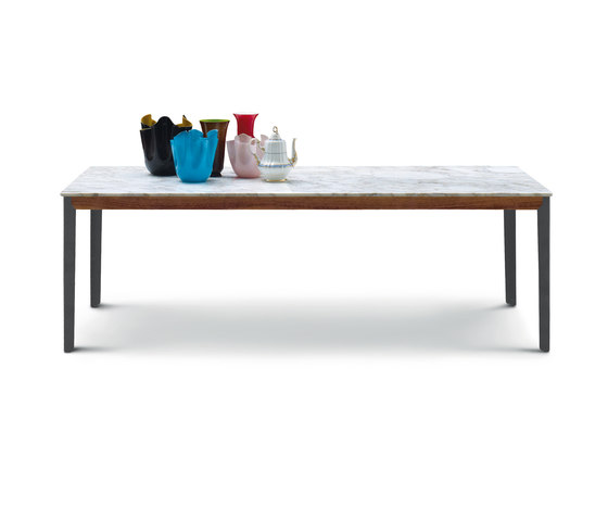 Hug table by ARFLEX | Dining tables
