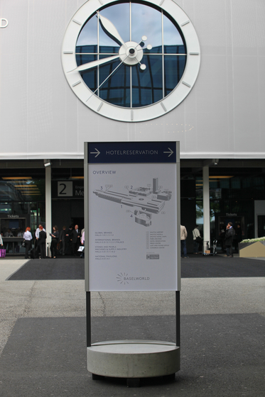 Signage System Messe Basel by BURRI – Outdoor F4 stele with concrete base by BURRI | Media displays