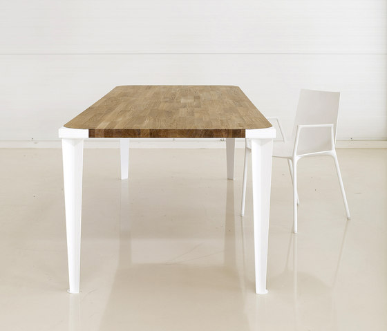 Oak Square by dutchglobe | Dining tables