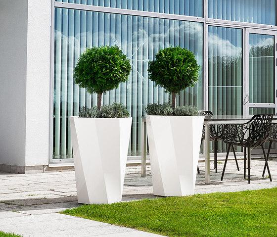 Butler Flowerpot by Jangir Maddadi Design Bureau | Flowerpots / Planters