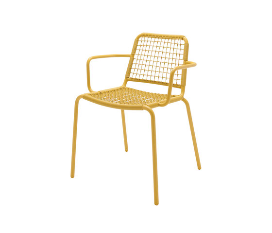 Nomad Woven Stacking Chair with Arms de Gloster Furniture GmbH | Sillas de jardín