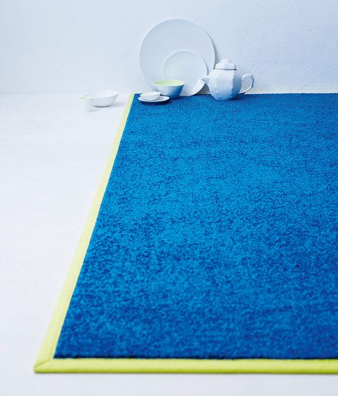 Be Different Neon von OBJECT CARPET | Formatteppiche / Designerteppiche