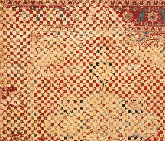 Erased Heritage | Serapi Victoria Checker Raved von Jan Kath | Formatteppiche